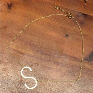 "Anthropologie ""S"" initial gold necklace"